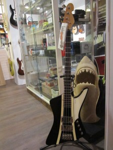 Der wahrscheinlich erste seiner Art in einem deutschen Laden.Der nagelneue Sandberg Forty Eight bei Guitar Shark