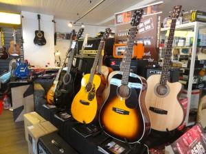 Cort Akustik Gitarren